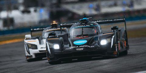 Tire, Wheel, Automotive design, Vehicle, Motorsport, Race track, Car, Sports car racing, Racing, Sports prototype,