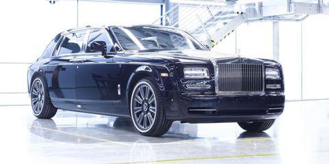 Tire, Wheel, Automotive design, Automotive tire, Vehicle, Rim, Car, Grille, Automotive wheel system, Alloy wheel,