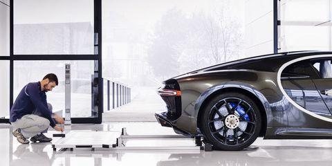 Tire, Motor vehicle, Automotive tire, Automotive design, Automotive lighting, Automotive exterior, Rim, Alloy wheel, Automotive wheel system, Spoke,