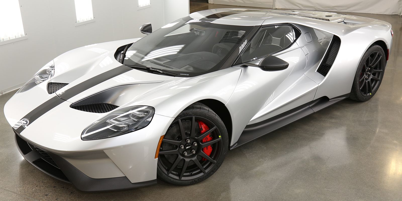 New ford gt competition series shaves weight by dropping luxuries