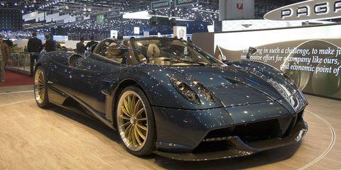 Land vehicle, Vehicle, Car, Supercar, Sports car, Automotive design, Pagani huayra, Pagani zonda, Auto show, Performance car,