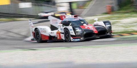 Tire, Automotive design, Mode of transport, Automotive tire, Vehicle, Race track, Motorsport, Sport venue, Asphalt, Car,