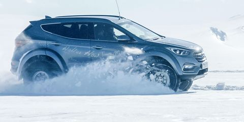 Land vehicle, Vehicle, Car, Automotive design, Sport utility vehicle, Automotive tire, Tire, Crossover suv, Hyundai, Ford kuga,