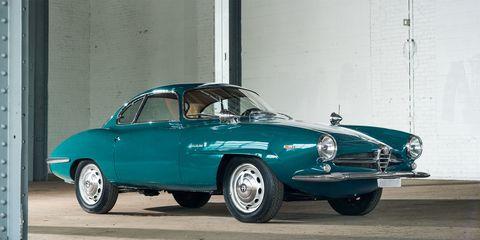 Land vehicle, Vehicle, Car, Classic car, Coupé, Sedan, Classic, Automotive design, Antique car, Automotive wheel system,