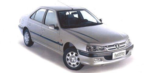 Tire, Motor vehicle, Automotive design, Vehicle, Automotive mirror, Land vehicle, Glass, Transport, Rim, Vehicle door,