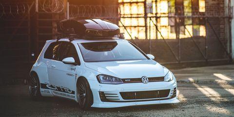 Automotive design, Automotive mirror, Vehicle, Land vehicle, Automotive lighting, Car, Headlamp, Automotive exterior, Rim, Hood,