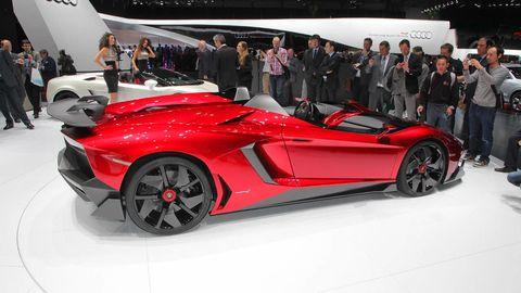 Wheel, Automotive design, Vehicle, Event, Land vehicle, Supercar, Car, Fender, Auto show, Sports car,