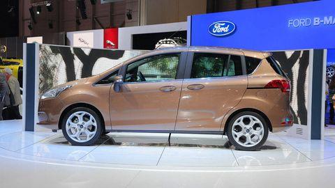 Tire, Wheel, Motor vehicle, Mode of transport, Automotive mirror, Automotive design, Automotive tire, Vehicle, Alloy wheel, Automotive wheel system,