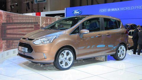 Tire, Wheel, Motor vehicle, Automotive mirror, Mode of transport, Automotive design, Transport, Vehicle, Land vehicle, Automotive tire,