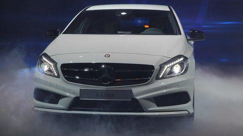 Automotive design, Vehicle, Hood, Grille, Automotive lighting, Glass, Headlamp, Car, Automotive exterior, Bumper,
