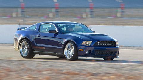 Tire, Automotive design, Daytime, Automotive tire, Vehicle, Hood, Headlamp, Automotive lighting, Car, Grille,