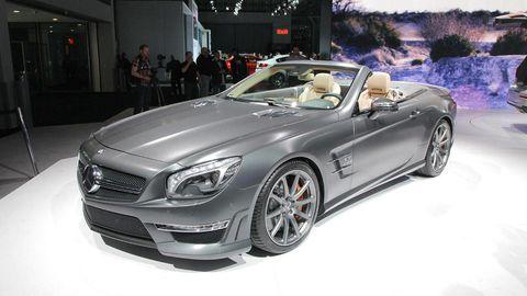 Wheel, Tire, Mode of transport, Automotive design, Vehicle, Land vehicle, Headlamp, Car, Hood, Automotive lighting,