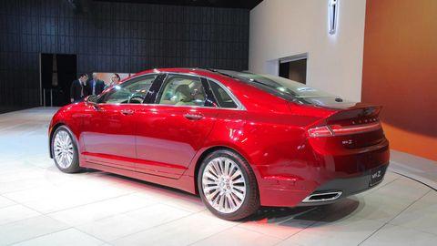Tire, Wheel, Automotive design, Vehicle, Land vehicle, Car, Alloy wheel, Personal luxury car, Full-size car, Spoke,