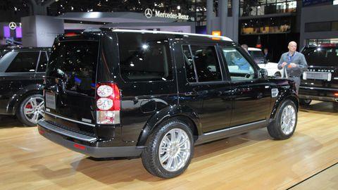 Tire, Wheel, Automotive design, Automotive tire, Vehicle, Land vehicle, Rim, Automotive exterior, Alloy wheel, Car,