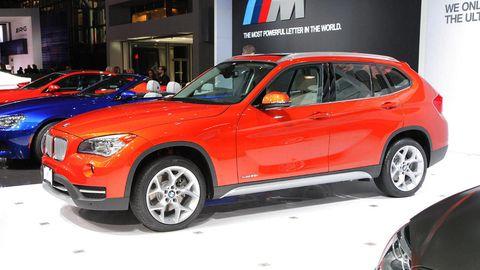 Tire, Wheel, Automotive design, Vehicle, Land vehicle, Automotive tire, Alloy wheel, Rim, Car, Spoke,