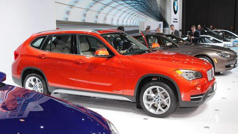Tire, Wheel, Automotive design, Vehicle, Automotive tire, Land vehicle, Automotive lighting, Rim, Car, Alloy wheel,