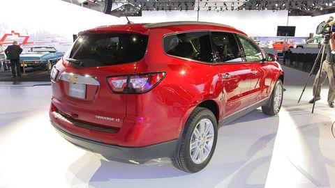 Tire, Motor vehicle, Wheel, Automotive design, Land vehicle, Vehicle, Automotive tire, Car, Glass, Automotive lighting,