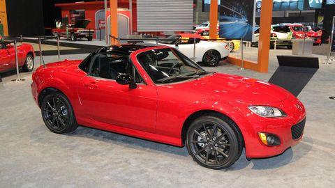 Tire, Wheel, Automotive design, Vehicle, Land vehicle, Alloy wheel, Automotive tire, Automotive wheel system, Performance car, Rim,