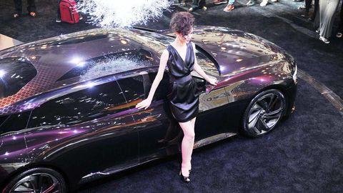 Tire, Wheel, Automotive design, Vehicle, Automotive tire, Vehicle door, Car, Rim, Fender, Personal luxury car,
