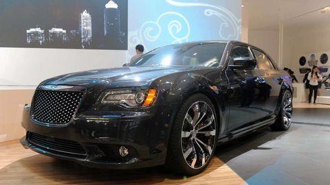 Tire, Wheel, Automotive design, Vehicle, Land vehicle, Car, Automotive lighting, Automotive tire, Rim, Alloy wheel,