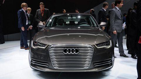 Automotive design, Vehicle, Event, Land vehicle, Grille, Car, Personal luxury car, Audi, Coat, Luxury vehicle,