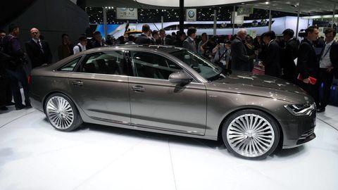 Tire, Wheel, Automotive design, Vehicle, Alloy wheel, Land vehicle, Car, Spoke, Rim, Personal luxury car,