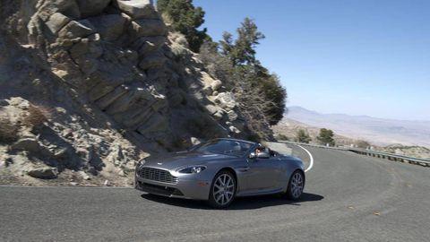 Tire, Wheel, Automotive design, Mode of transport, Vehicle, Road, Rim, Infrastructure, Automotive tire, Car,