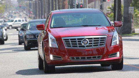 Motor vehicle, Mode of transport, Land vehicle, Vehicle, Transport, Automotive design, Car, Infrastructure, Grille, Automotive lighting,