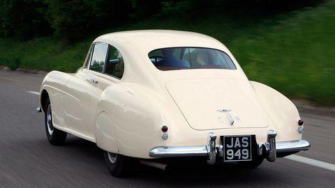 Motor vehicle, Mode of transport, Automotive design, Vehicle, Transport, Classic car, Road, Car, Antique car, Vehicle registration plate,