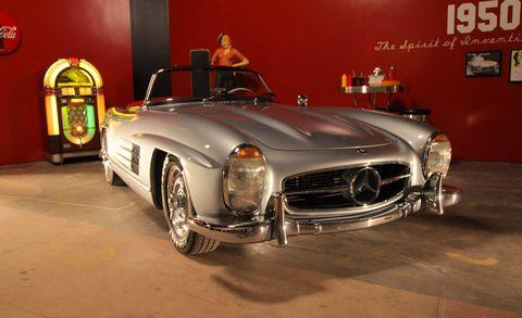 Mode of transport, Automotive design, Vehicle, Automotive exterior, Car, Personal luxury car, Fender, Grille, Classic, Luxury vehicle,