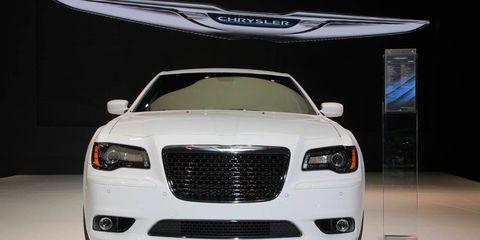 Automotive design, Vehicle, Automotive lighting, Grille, Hood, Headlamp, Car, Personal luxury car, Luxury vehicle, Logo,