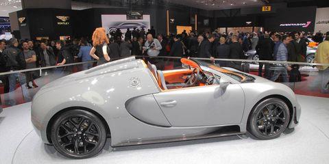 Clothing, Tire, Wheel, Automotive design, Vehicle, Land vehicle, Event, Automotive wheel system, Car, Alloy wheel,