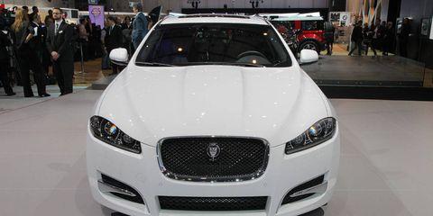 Motor vehicle, Automotive design, Vehicle, Event, Land vehicle, Grille, Car, Hood, Headlamp, Personal luxury car,