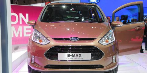 Motor vehicle, Tire, Wheel, Mode of transport, Automotive design, Product, Vehicle, Automotive mirror, Transport, Headlamp,
