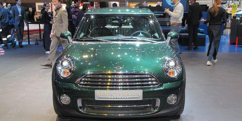 Automotive design, Vehicle, Grille, Land vehicle, Car, Jeans, Headlamp, Hood, Vehicle registration plate, Personal luxury car,