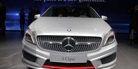 Automotive design, Mode of transport, Vehicle, Land vehicle, Grille, Car, Personal luxury car, Hood, Automotive lighting, Automotive exterior,