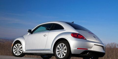 Tire, Wheel, Automotive design, Vehicle, Automotive tire, Alloy wheel, Automotive exterior, Rim, Automotive wheel system, Car,