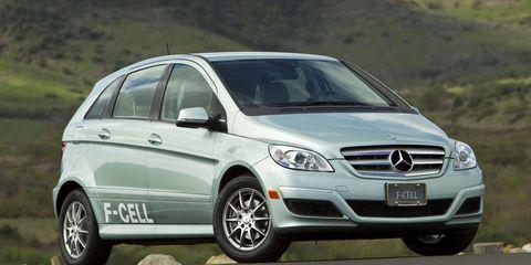 Tire, Motor vehicle, Wheel, Mode of transport, Automotive design, Automotive tire, Vehicle, Automotive mirror, Transport, Rim,