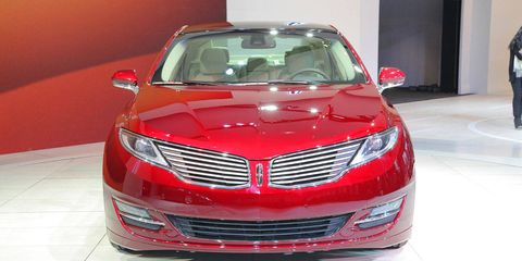 Automotive design, Vehicle, Land vehicle, Grille, Car, Hood, Automotive lighting, Personal luxury car, Full-size car, Glass,