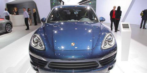 Automotive design, Vehicle, Land vehicle, Car, Hood, Performance car, Personal luxury car, Grille, Sports car, Bumper,