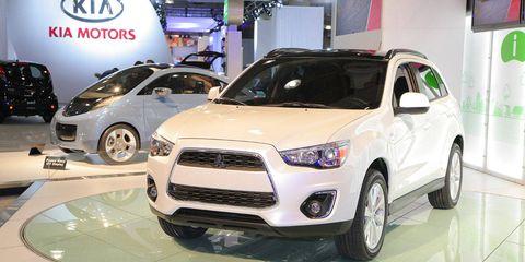 Motor vehicle, Tire, Wheel, Automotive design, Land vehicle, Vehicle, Headlamp, Car, Automotive lighting, Grille,