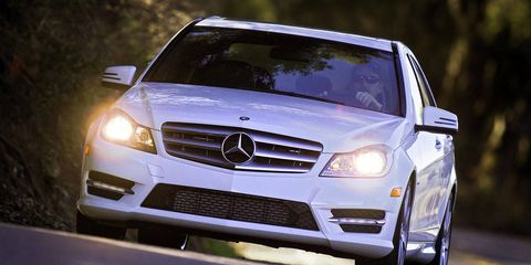 Automotive design, Mode of transport, Vehicle, Land vehicle, Grille, Automotive exterior, Hood, Mercedes-benz, Car, Automotive lighting,
