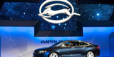 Wheel, Tire, Automotive design, Vehicle, Land vehicle, Transport, Car, Full-size car, Personal luxury car, Mid-size car,