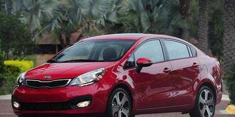 Tire, Wheel, Motor vehicle, Automotive mirror, Mode of transport, Automotive design, Daytime, Vehicle, Glass, Car,