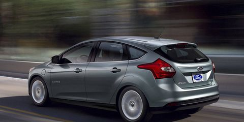 Tire, Wheel, Automotive design, Automotive tire, Vehicle, Car, Rim, Fender, Hatchback, Glass,