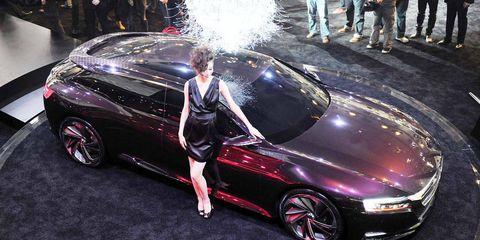 Clothing, Tire, Wheel, Automotive design, Vehicle, Land vehicle, Car, Alloy wheel, Automotive wheel system, Personal luxury car,