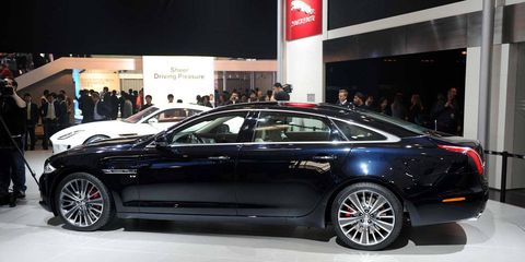 Tire, Wheel, Automotive design, Vehicle, Land vehicle, Car, Personal luxury car, Luxury vehicle, Spoke, Alloy wheel,