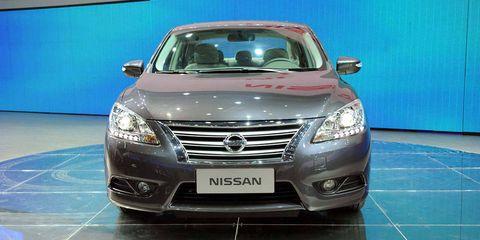 Mode of transport, Automotive design, Glass, Vehicle, Land vehicle, Grille, Automotive lighting, Car, Headlamp, Automotive mirror,