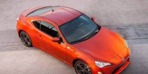 Tire, Wheel, Automotive design, Vehicle, Land vehicle, Hood, Car, Automotive mirror, Rim, Red,