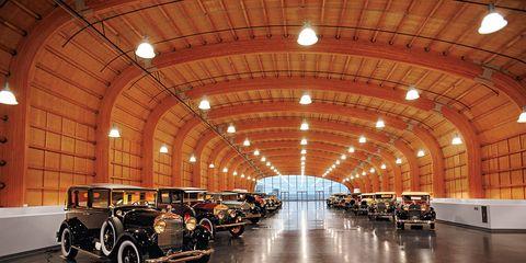 Motor vehicle, Lighting, Automotive design, Automotive exterior, Automotive tire, Rim, Ceiling, Automotive lighting, Classic car, Fender,